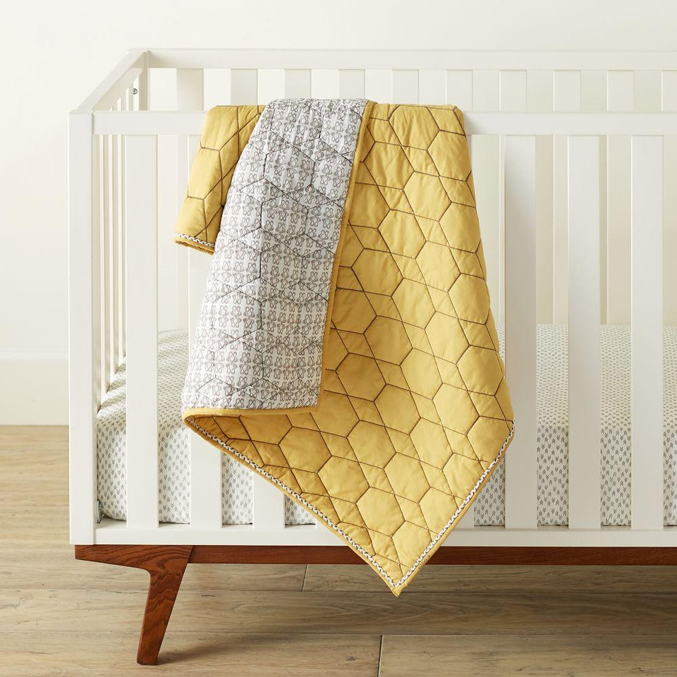 Honeycomb Toddler Quilt - Horseradish